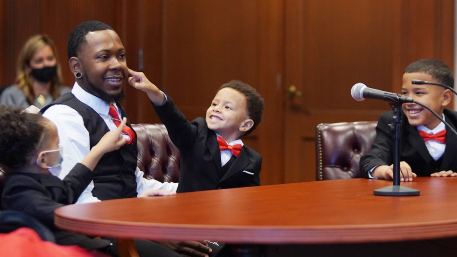 Single Dad Who Grew Up In Foster Care Adopts 5 Siblings Gma