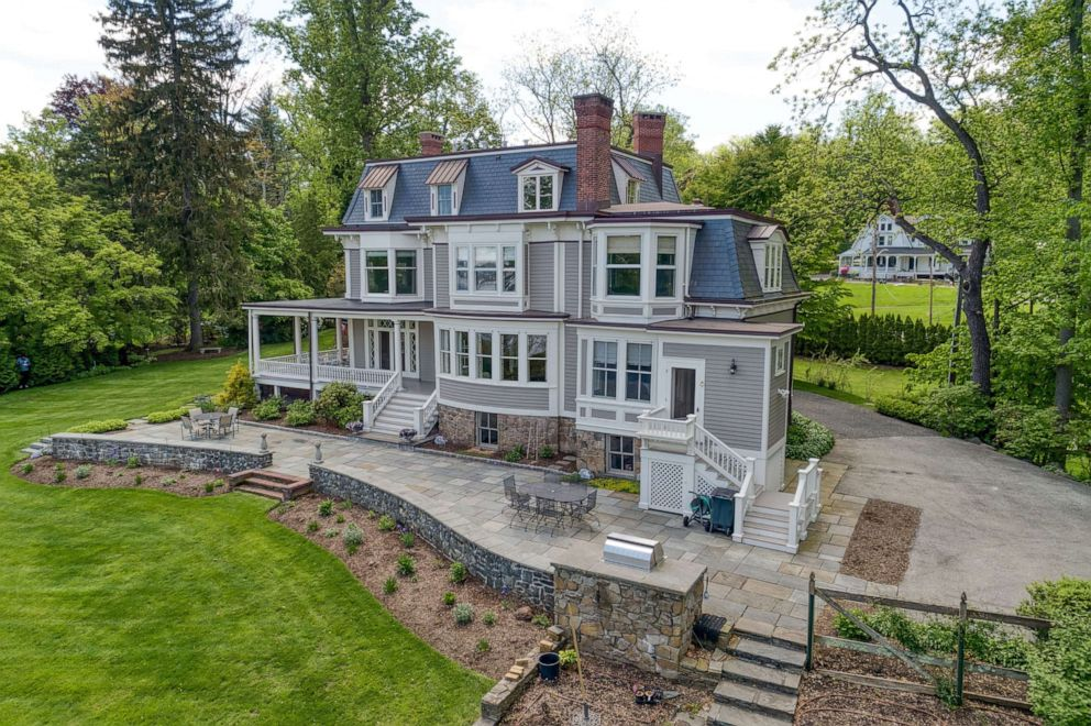 Victorian House From Stepmom Movie Listed For Sale At 3 75