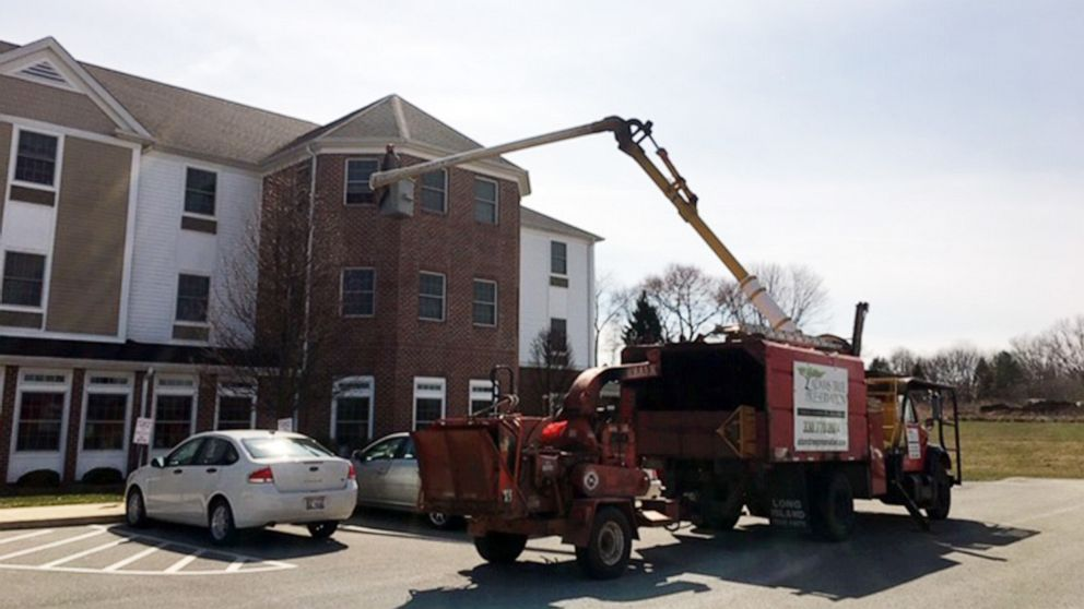 Man uses his bucket truck to visit mom quarantined on 3rd floor of nursing home