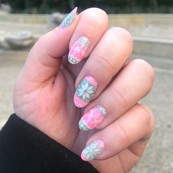 These ugly Christmas sweater nails are Pinterest-perfection and easy to pull off
