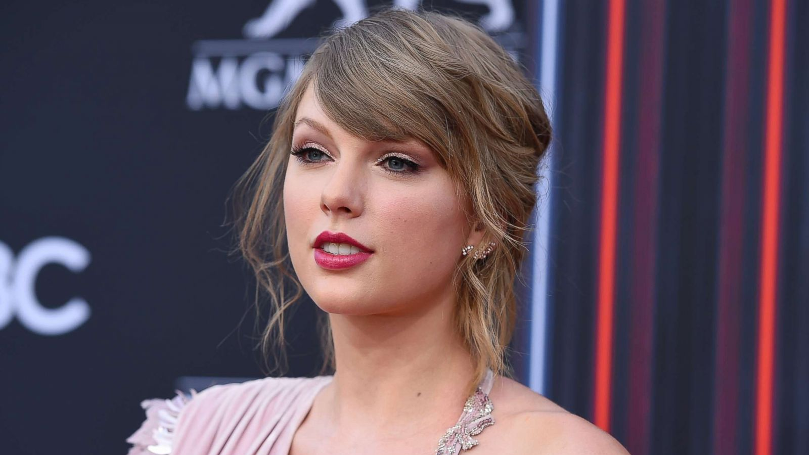 Taylor Swift Suspected Stalker Arrested For Allegedly Breaking Into Her New York City Apartment Again Police Abc News