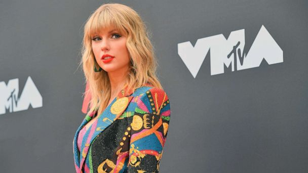 Taylor Swift can perform her old hits at AMAs, label says