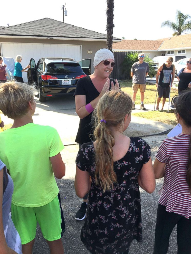 PHOTO: Students of Mountain View Elementary School in California, surprised their fourth grade teacher, Katherine James, on the final day of her chemotherapy treatment.