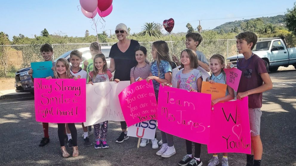 Teacher says she's 'extremely grateful' after students surprise her on last day of chemo - ABC News