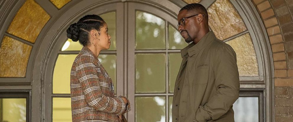 "PHOTO: Susan Kelechi Watson and Sterling K. Brown appear on ""This Is Us."""