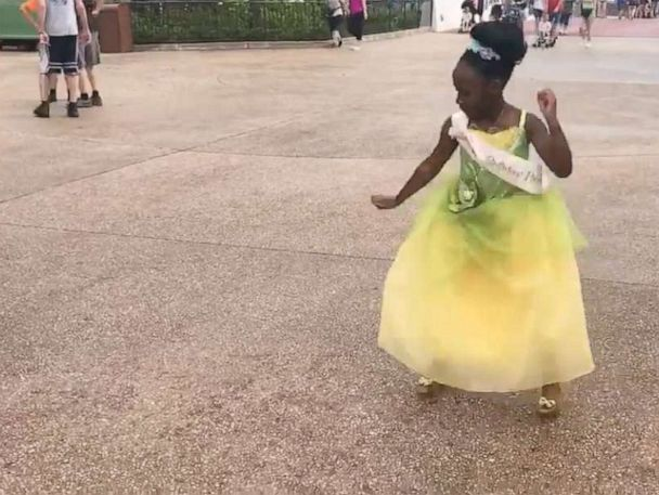 8-year-old dressed like Princess Tiana wows Disney World crowd with her dancing