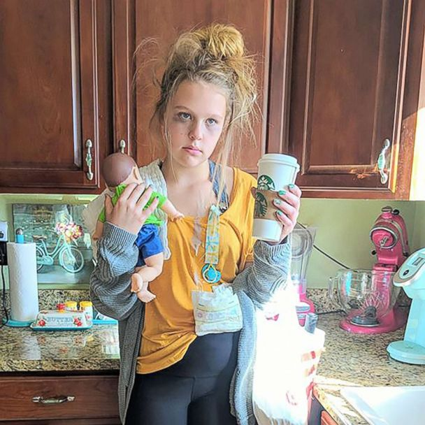 Teen With 8 Siblings Wins Internet Dressed As A Tired Mom