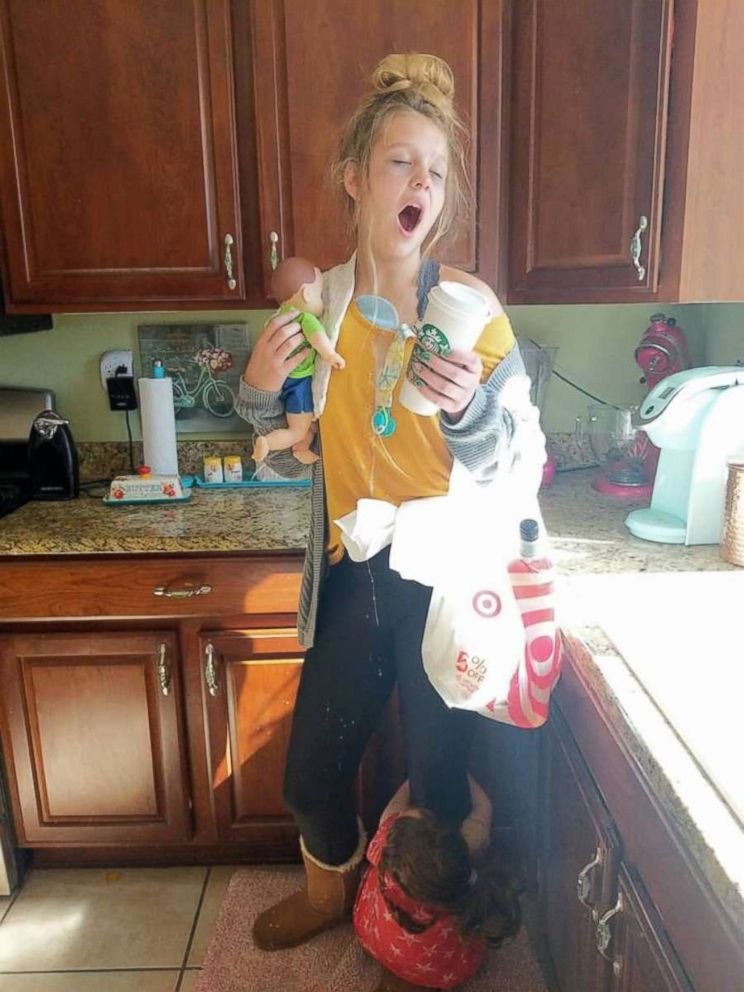 PHOTO: Mom Lindsay Hartsock photographed her daughter Jillian, 13, dressed as a tired mom for Halloween.