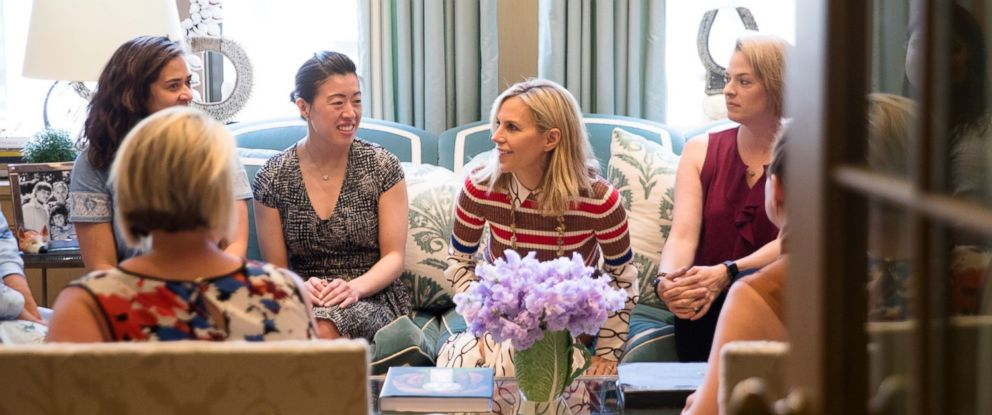 PHOTO: Designer Tory Burch speaks with female entrepreneurs.