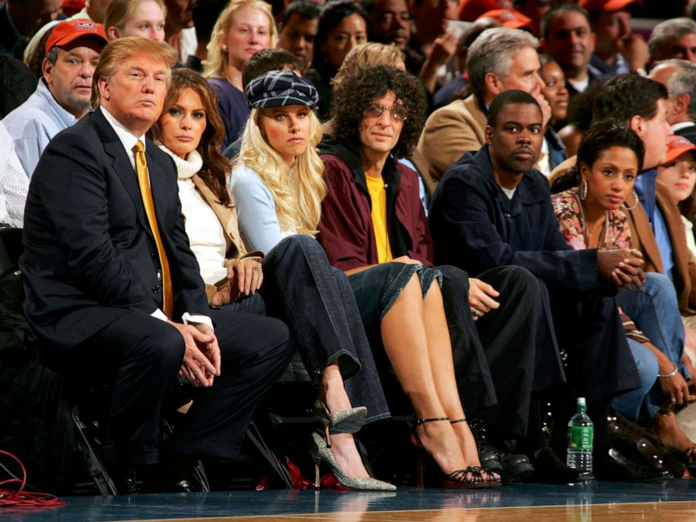 PHOTO: Donald Trump, Melania Trump, Howard Stern (C) and and his girlfriend Beth Ostrosky and Chris Rock (R) and his wife Malaak Compton-Rock watch the game between the New York Knicks and the Washington Wizards, Nov. 4, 2005, in New York.