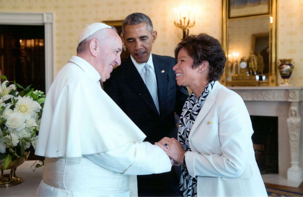 PHOTO: Valerie Jarrett meeting Pope Francis during his visit to the White House.