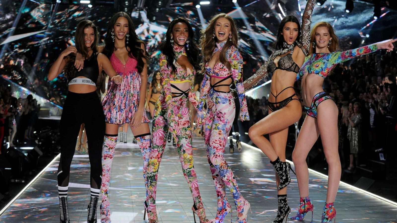 bfbe14ff32723 Models urge Victoria's Secret CEO to take a stand on sexual ...