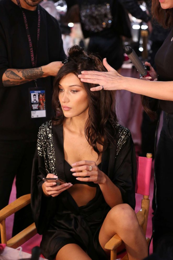 PHOTO: Bella Hadid gets her hair and makeup done before the 2018 Victorias Secret Fashion Show in NYC.?