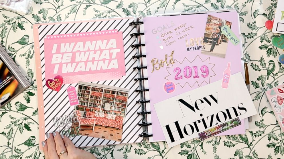 How to make your own DIY vision board to crush your 2022
