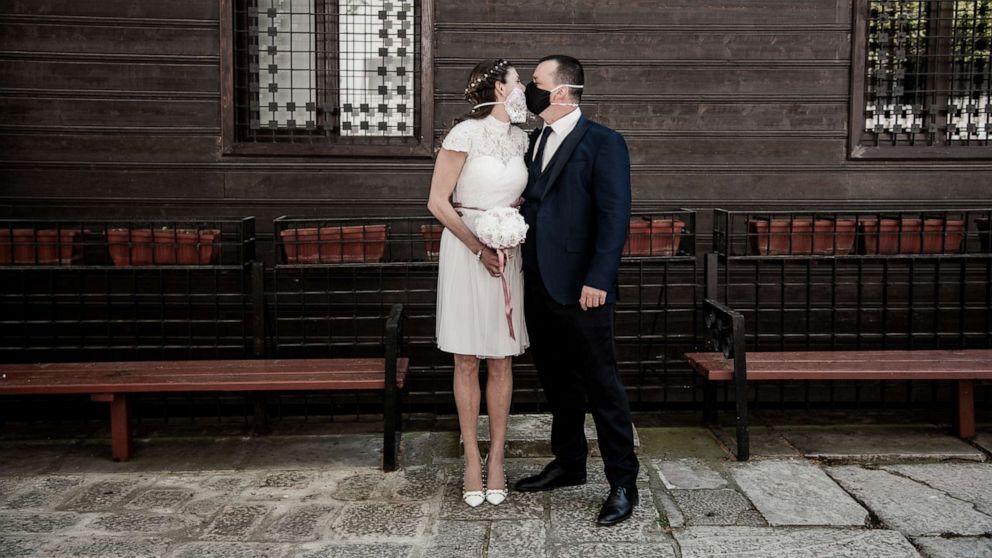 How to plan, postpone or cancel a wedding during the coronavirus pandemic - ABC News
