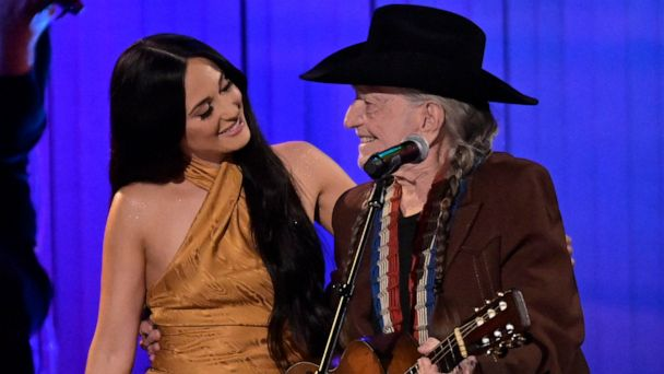 Kacey Musgraves performs 'Rainbow Connection' with Willie Nelson at 2019 CMA Awards