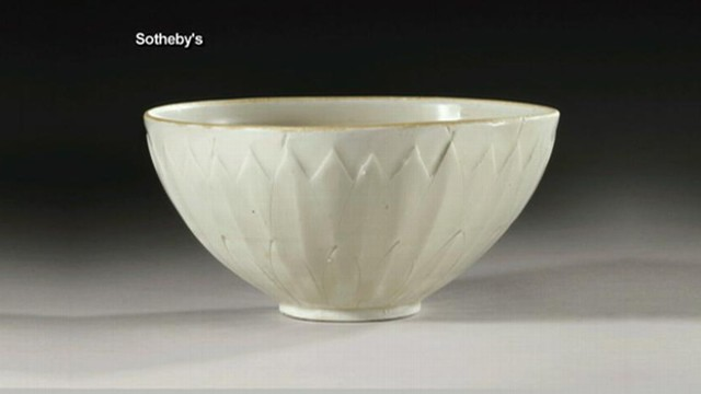 VIDEO: The original buyer displayed the rare Chinese bowl in their living room before having it examined.