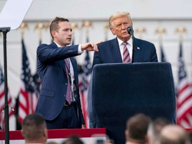 Akibat Trump atas GOP diuji pada penggalangan dana awal 2022 thumbnail