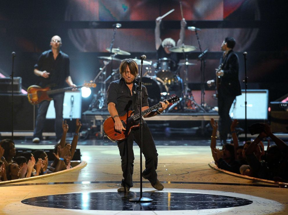 PHOTO: Keith Urban performs at Radio City Music Hall, Sept. 5, 2008, in New York City.