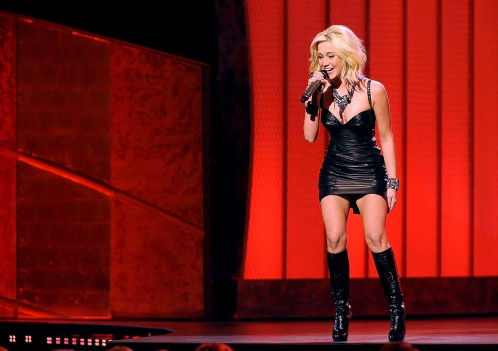 PHOTO: Kellie Pickler performs during the 42nd annual CMA Awards, Nov. 12, 2008, in Nashville.