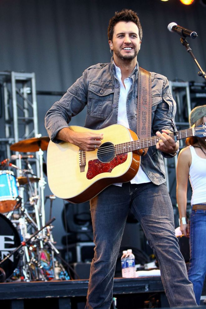 PHOTO: Luke Bryan performs during the 18th annual Chicago Country Music Festival at Soldier Field Parkland in Chicago, Oct. 12, 2008.