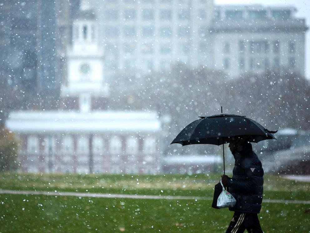 PHOTO: A person walks in view of Independence Hall as snow falls in Philadelphia, Nov. 15, 2018.