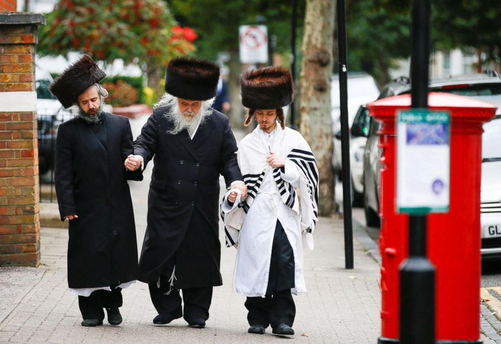 PHOTO: Jewish people walk around the Stamford Hill area during Yom Kippur in London, Sept. 19, 2018.