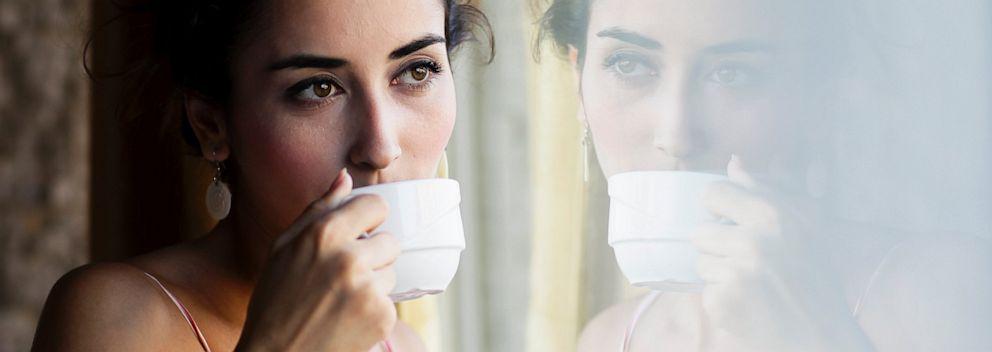 PHOTO: Woman drinking tea