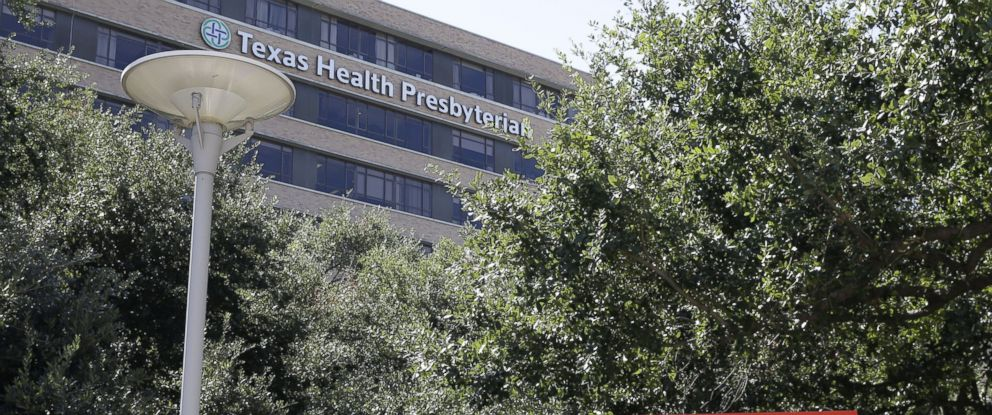 PHOTO: A sign points to the emergency room at Texas Health Presbyterian Hospital where Thomas Eric Duncan, the Ebola patient who traveled from Liberia to Dallas, is being treated, Oct. 4, 2014, in Dallas.