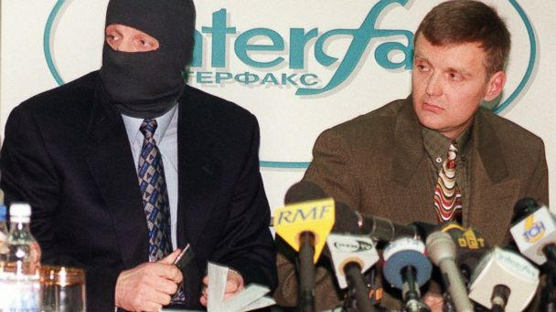PHOTO: Lt. Vol. Alexander Litvinenko, right, of the Federal Security Service