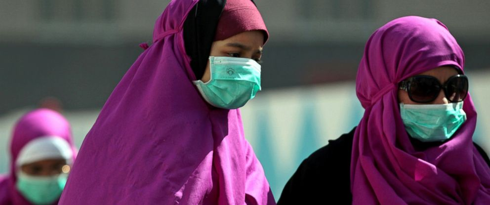PHOTO: Muslim pilgrims wear surgical masks to prevent infection from respiratory virus known as the Middle East respiratory syndrome (MERS) in the holy city of Mecca, Saudi Arabia, May, 13, 2014.
