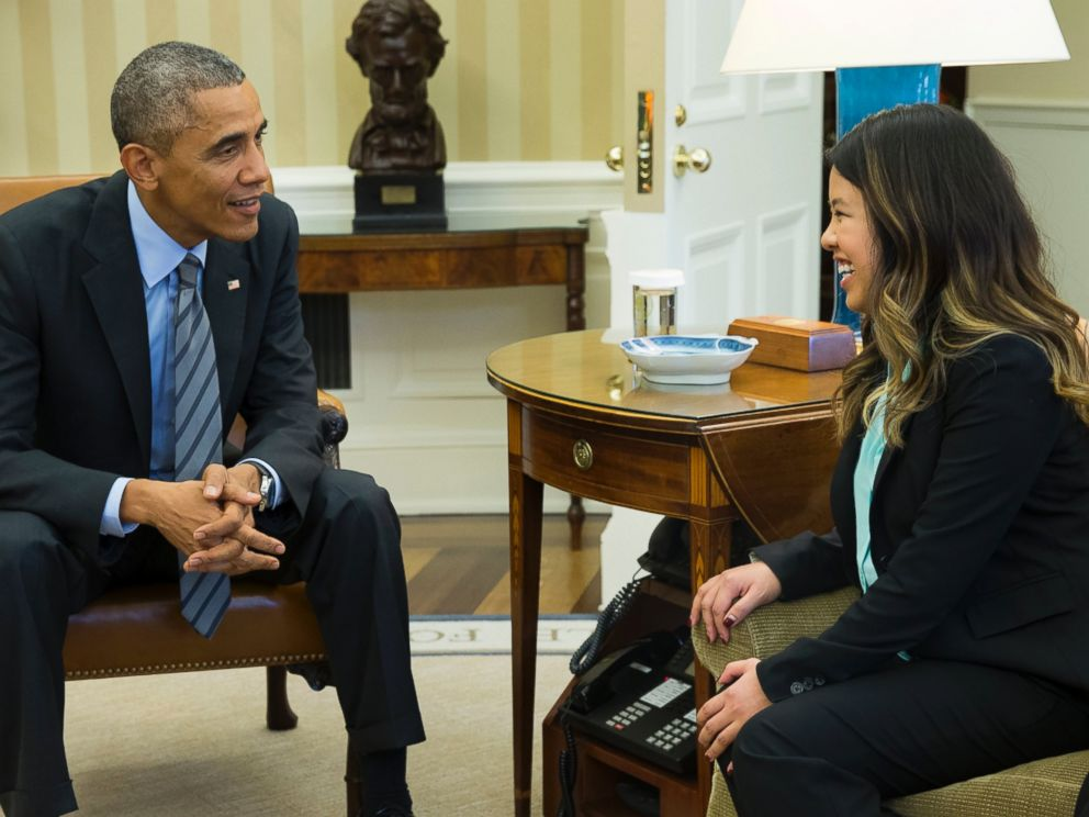 PHOTO: President Barack Obama, left, meets with Ebola survivor Nina Pham, right, in the Oval Office of the White House in Washington, D.C. on Oct. 24, 2014.