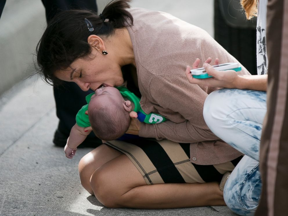 PHOTO: Pamela Rauseo, 37, performs CPR on her nephew, five-month-old Sebastian de la Cruz, after pulling her SUV over on the side of the road along the west bound lane on Florida state road 836 just east of 57th Avenue around 2:30pm, Feb. 20, 2014.