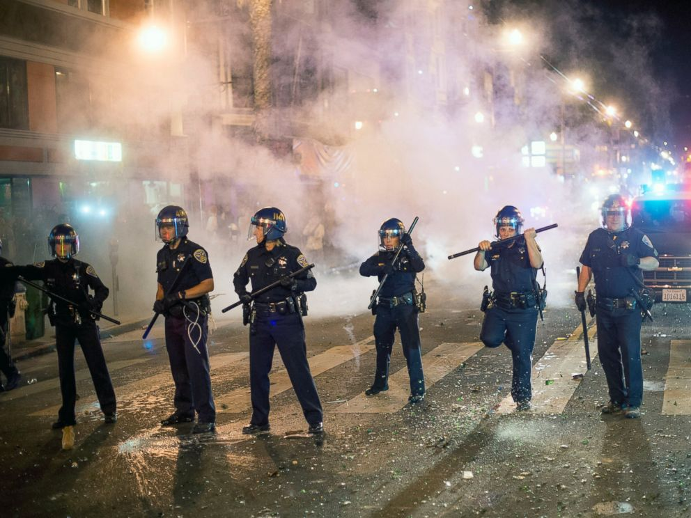 PHOTO: San Francisco police officers work to break up a large crowd who were celebrating after the San Francisco Giants won the World Series baseball game against the Kansas City Royals on Oct. 29, 2014, in San Francisco.