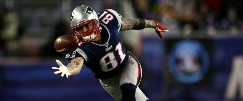 PHOTO: Aaron Hernandez #81 of the New England Patriots misses a catch against the Baltimore Ravens during the 2013 AFC Championship game at Gillette Stadium on January 20, 2013, in Foxboro, Mass.