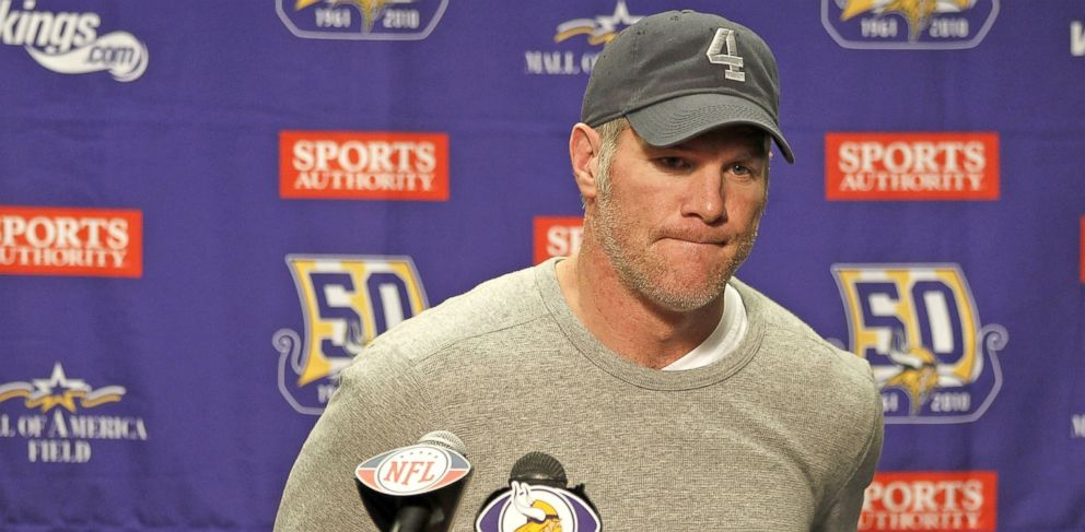 PHOTO: Brett Favre talks at a post game press conference after a 13-20 loss to the Detroit Lions at Ford Field, Jan. 2, 2011 in Detroit, Michigan.