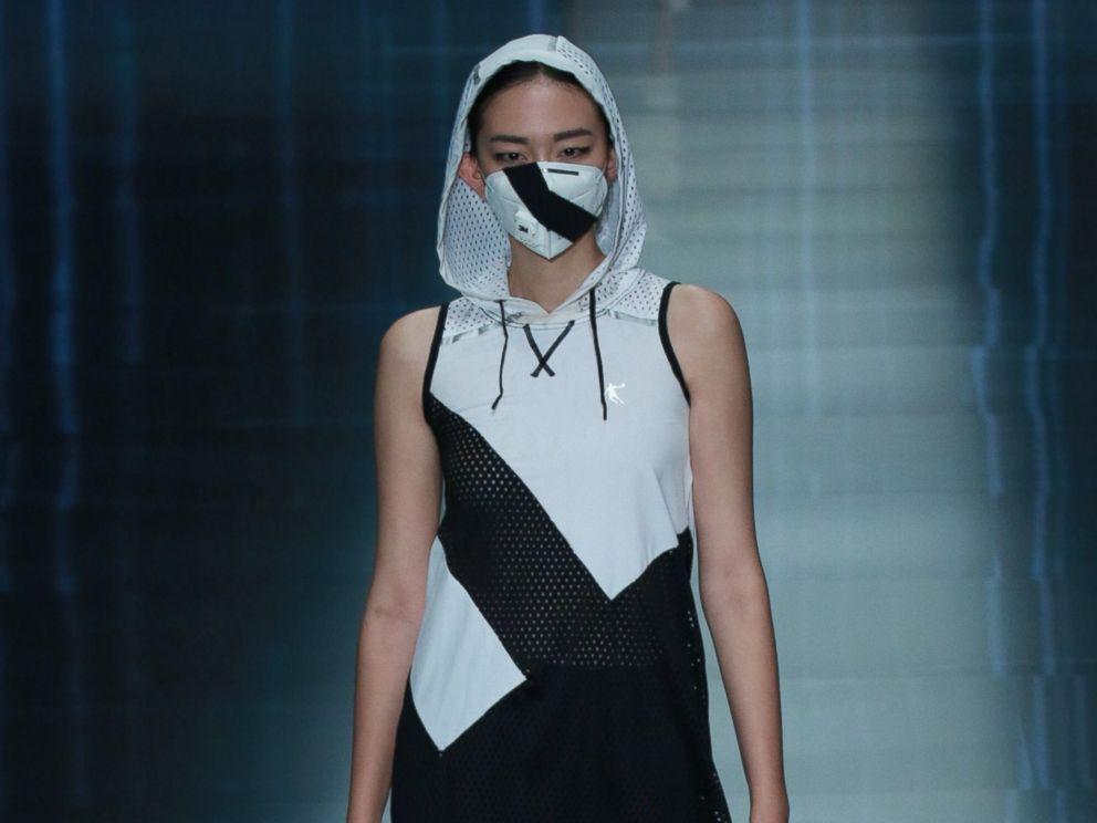 China's Smog Prompts Face Masks on Fashion Week Runways