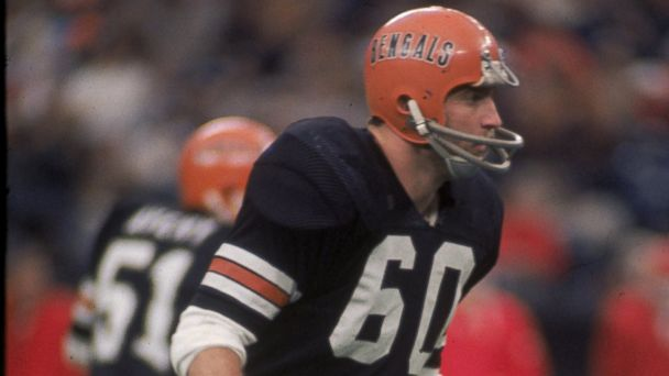 PHOTO: Linebacker Ron Pritchard #60 of the Cincinnati Bengals looks into the backfield against the Kansas City Chiefs during a game at Riverfront Stadium, Nov. 24, 1974 in Cincinnati, Ohio.