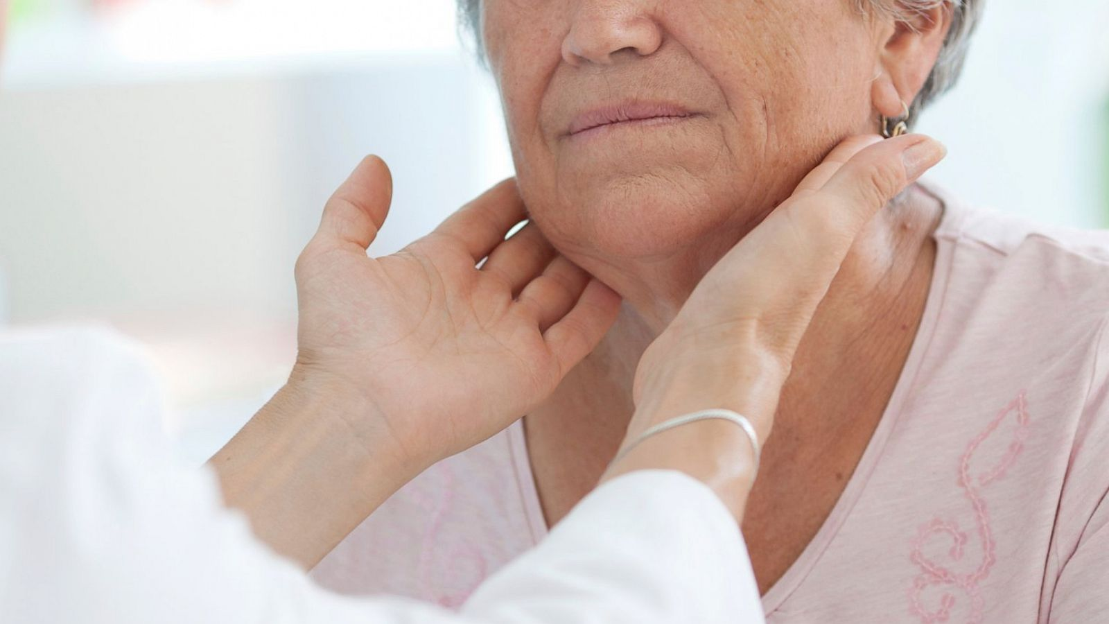 19 Signs Your Thyroid Isn T Working Right Abc News