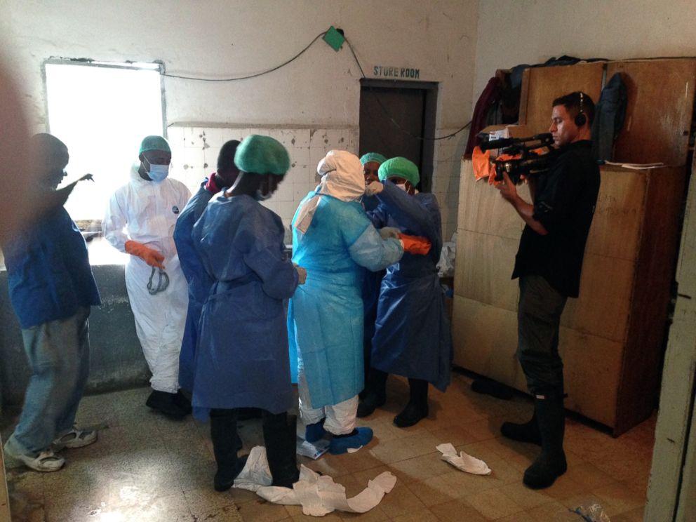PHOTO: Dr. Richard Besser tours an Ebola ward in Monrovia, Liberia.