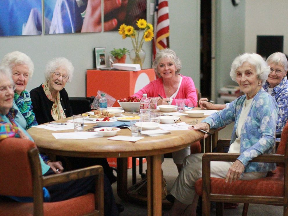 PHOTO: Edythe Kirchmaier and other volunteers write hand written thank you notes