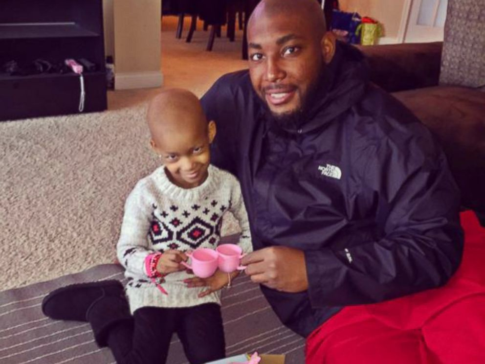 PHOTO: Devon Still, defensive tackle for the Cincinnati Bengals, has a tea party with his daughter Leah, 4, in this photo posted to his Twitter, Nov. 6, 2014.