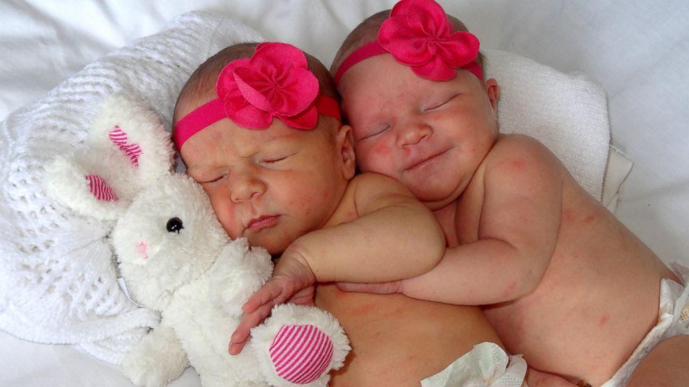 Couple Surprises Family, Friends With 'Secret Twins' - ABC News