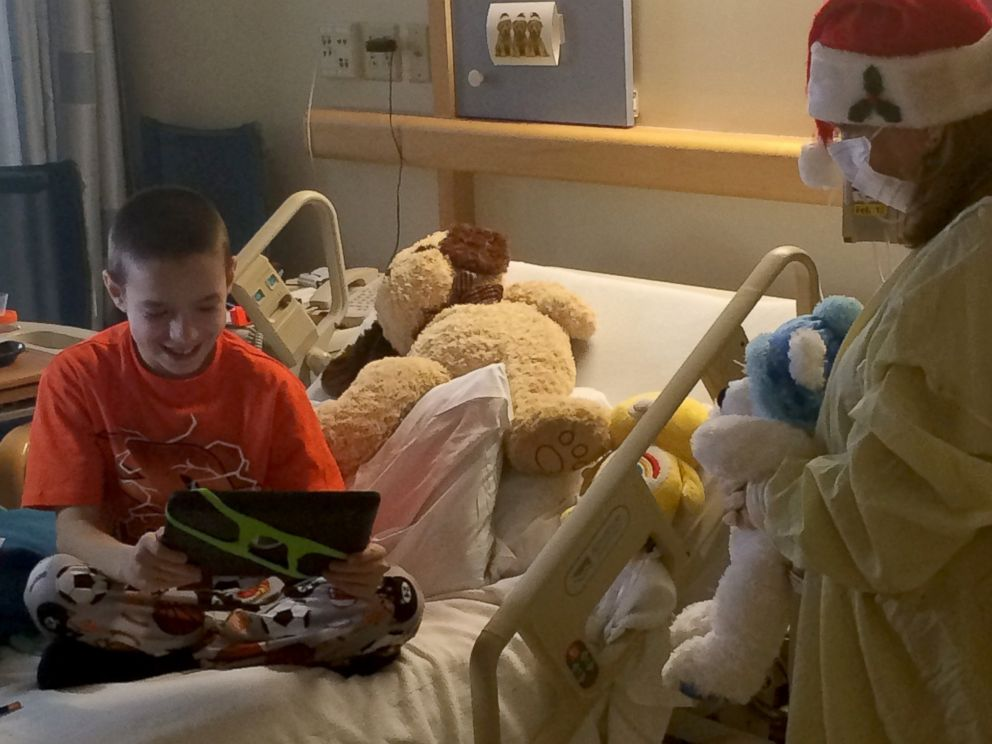 PHOTO: Kids get a virtual visit from Santa to lessen the spread of germs.