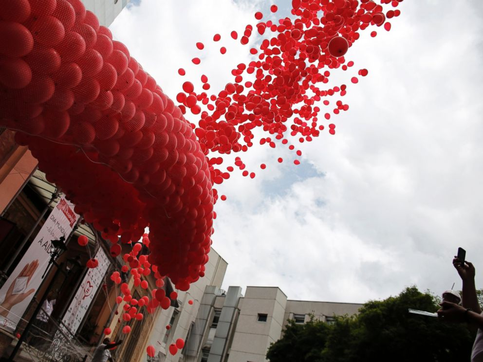 PHOTO: Red balloons are released to mark World Aids Day at the Emilio Ribas Hospital in Sao Paulo, Dec. 1, 2014.