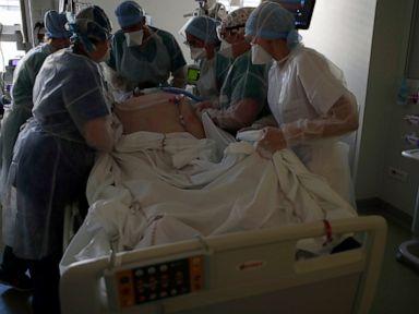 Para petugas medis putus cita-cita saat pendekatan virus 'cara ketiga' Prancis gagal thumbnail
