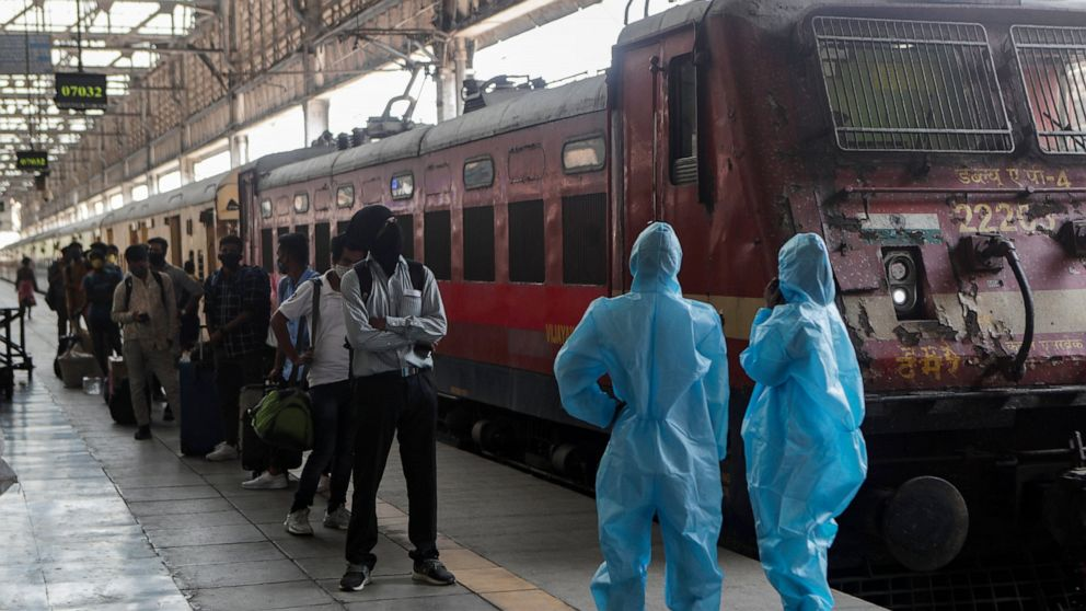 Day workers leaving India's cities as virus dries up jobs