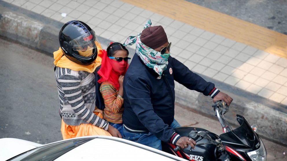 Schools closed in New Delhi as air quality dips further