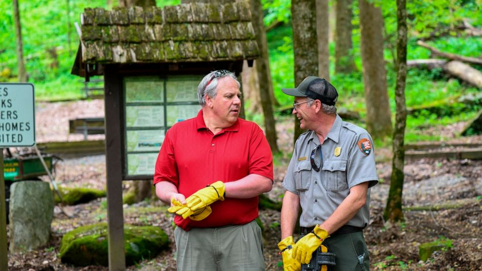 Visitors flock to Smoky Mountains park on reopening day