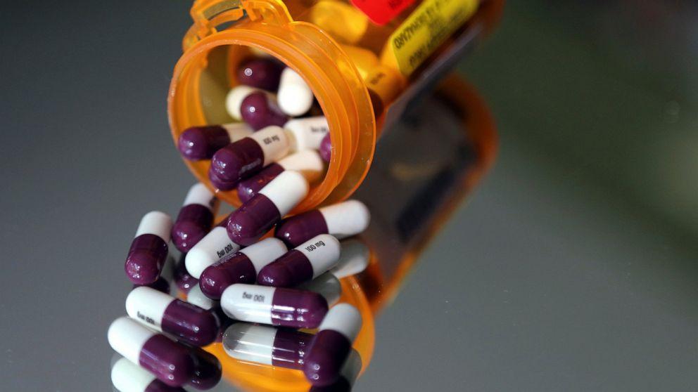 White House urgently ramps up push for drug cost legislation
